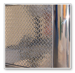 Wolfgang MetallWerk™ Aluminum Compound is a strong aluminum prepolish that powers through oxidation and discoloration on aluminum to create a smooth, uniform finish.